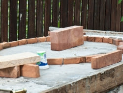 DIY Outdoor Kitchen and Pizza Oven - Pizza oven's base