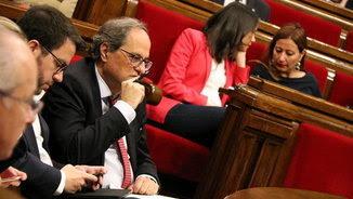 El president de la Generalitat, Quim Torra, i la cap de l'oposició, Inés Arrimadas, en els seus respectius escons a l'hemicicle del Parlament, avui, durant el debat de política general (ACN)