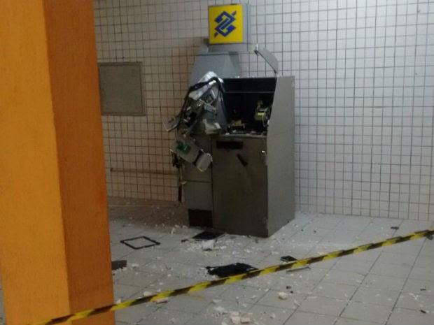 Caixa ficou destruído, mas dinheiro não foi roubado (Foto: Divulgação/Polícia Militar do RN)