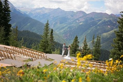 A picture perfect setting to exchange vows   The Wedding