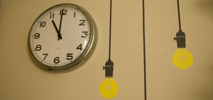 wall clock, vintage style wall clock, blik wall decals, lightbulb stickers, wall art, incandescent bulbs, tan walls,