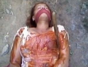 Para forjar o crime, o homem fotografou a mulher amarrada e com muito molho de ketchup