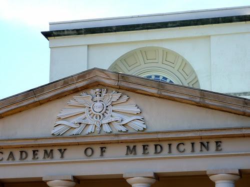 P1000558-2010-02-03-Shutze-Academy-Of-Medicine-West-Facade-Pediment-Arch-Cupula