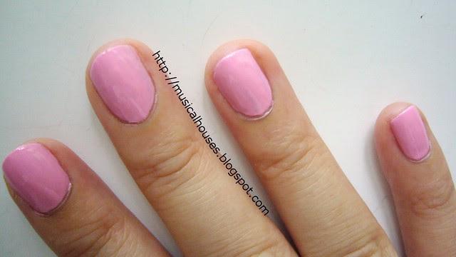 reverse chevron manicure tutorial 1