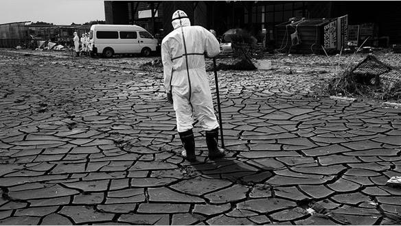 http://assets.motherboard.tv/post_images/assets/000/009/020/japan-fukushima-radiation-chernobyl_large.jpg?1302638142