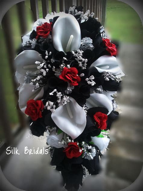 Black And White Wedding Flowers for a Chic Wedding