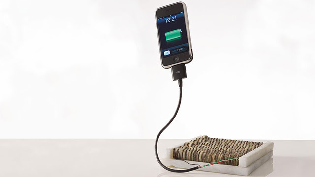 Apple Juice: How to Charge Your Phone With Pocket Change and Fruit