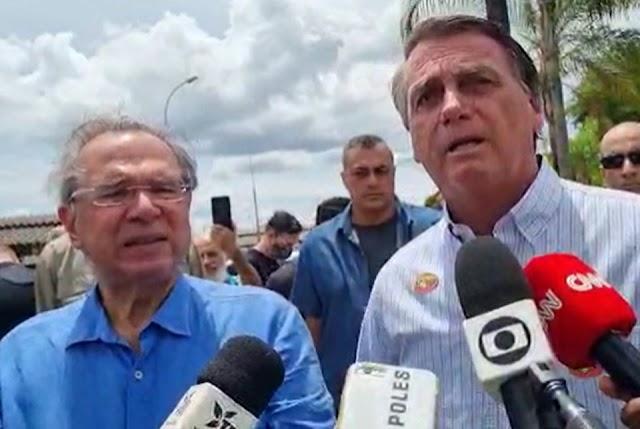 """""""Não sou eu que reajusto o preço dos combustíveis, tá?"""", diz Bolsonaro"""