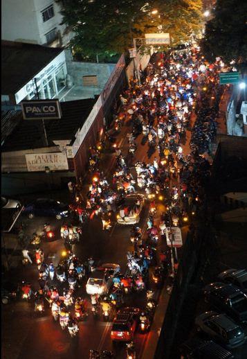 VTV asediada por hordas fascistas instigadas por Capriles