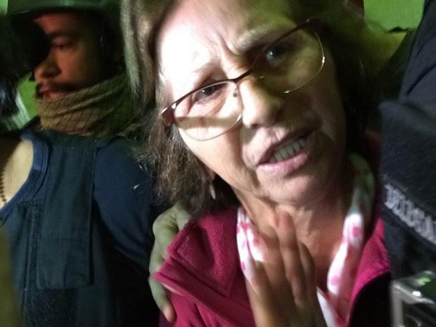 Aparecida Schunck chega para depor na sede do DHPP, em São Paulo (Foto: Roney Domingos/G1)