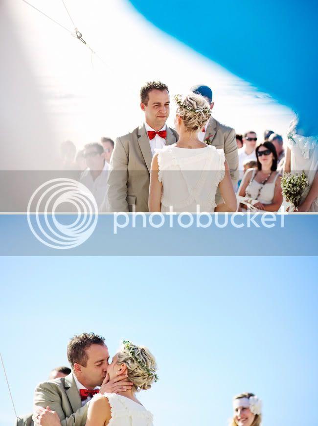 http://i892.photobucket.com/albums/ac125/lovemademedoit/welovepictures/StrandKombuis_Wedding_069.jpg?t=1324654900
