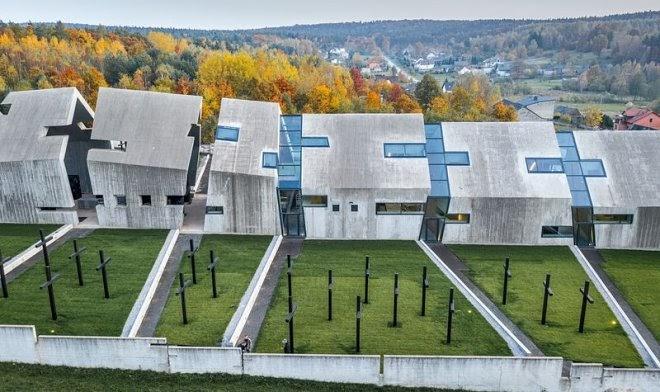 Польский Мавзолей жертв войны получил концептуальный дизайн деградации и разрушения