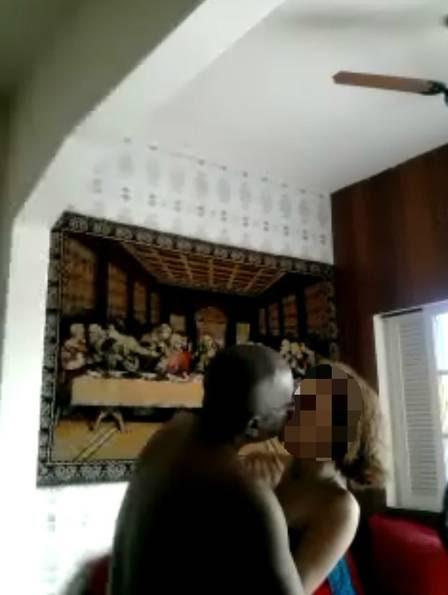 O padre, numa das cenas do vídeo