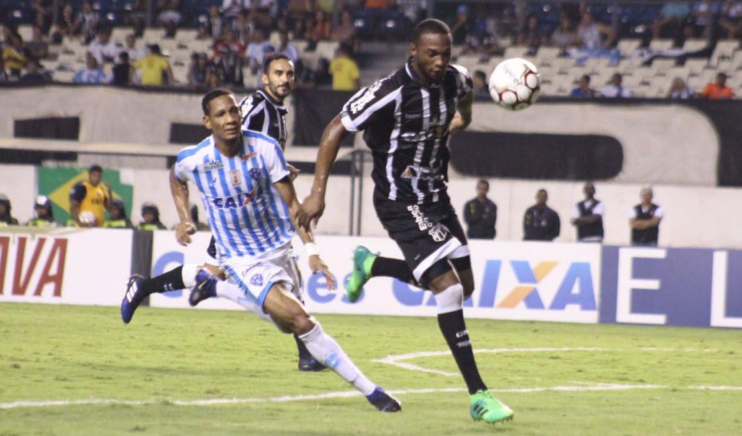 Lance de jogo entre Paysandu x Ceará em Belém