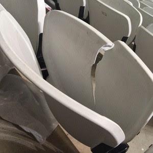Cadeiras quebradas arena corinthians (Foto: Diogo Venturelli/GloboEsporte.com)