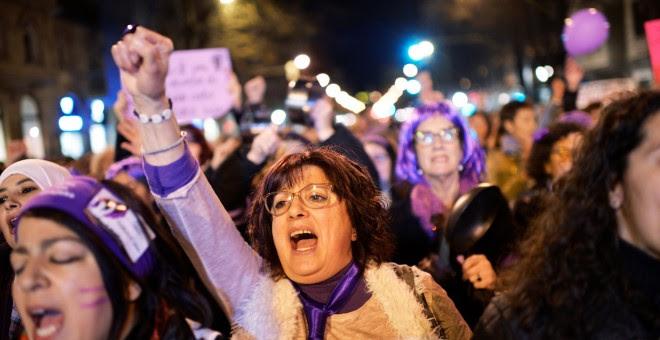 Manifestantes en la marcha del 8M en Bilbao. REUTERS/Vincent West