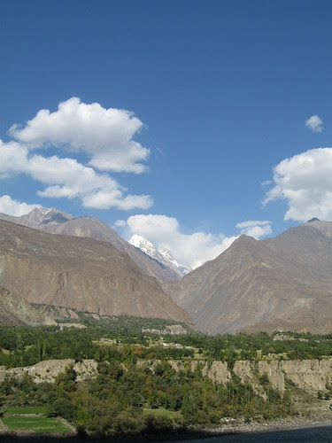Looking over the Hunza river towards the Naltar (?) peaks - we're now on the Karakoram Highway