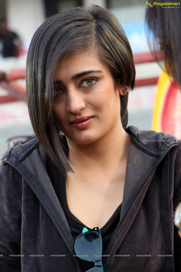 Akshara Haasan HD Picture
