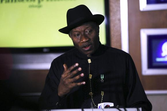 O presidente nigeriano, Goodluck Jonathan fala à imprensa sobre a situação no Chibok eo sucesso do Fórum Econômico Mundial, em Abuja 9 de maio de 2014. REUTERS / Afolabi Sotunde