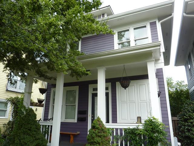 P1110980-2012-09-16-O4W-Tour-of-Homes-Rainbow-Row-oblique-purple-12