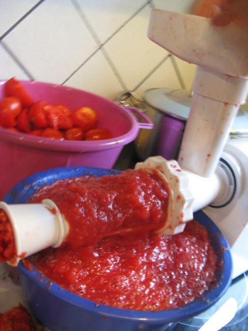 tomatos grinding