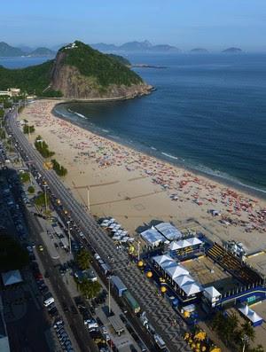 Arena montada em Copacabana recebe jogos até o domingo (Foto: Divulgação/CBV)