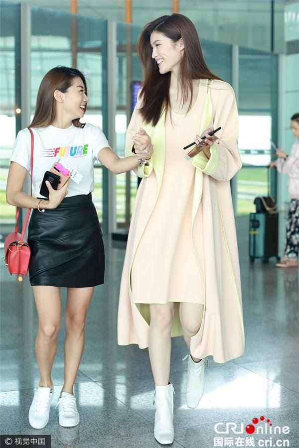 Cứ sang thu là 5 mẫu áo khoác quen thuộc này lại được loạt người đẹp Hoa ngữ lăng xê nhiệt tình - Ảnh 24.