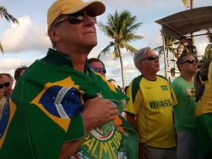 Um dos manifestantes de João Pessoa (PB) é o arcebispo da Paraíba, Dom Aldo Pagotto, que diz não ser a favor do impeachment (Foto: Krystine Carneiro/G1)