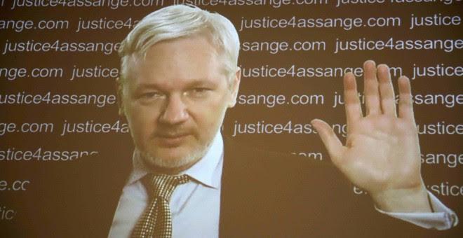 Intervención del fundador de WikiLeaks, Julian Assange, en la rueda de prensa de sus abogados y colaboradores, en Londres. REUTERS