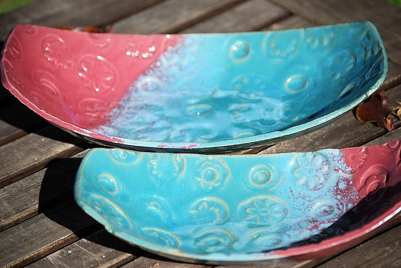 Set of two nesting oval dishes in turquoise and pink