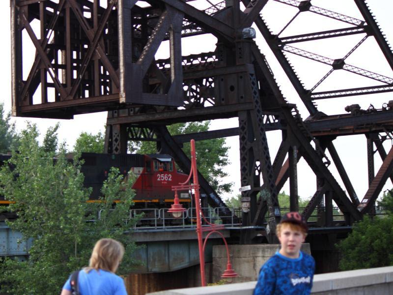 CN 2562 in Winnipeg