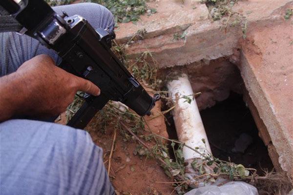 O buraco utilizado para a fuga do Núcleo de Custódia de Cidade da Esperança, zona Oeste da cidade, foi o mesmo utilizado no dia 7 de outubro deste ano