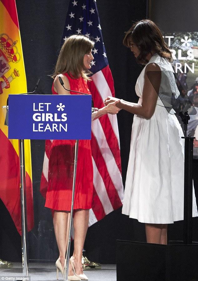"""Levando ao palco no Matadero centro cultural de Madrid, Michelle disse ao público: """"Em países como a Espanha e os Estados Unidos, os homens e as mulheres são frequentemente realizadas para padrões muito diferentes '"""