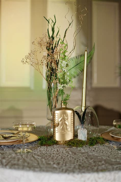 Emerald and Gold Art Deco Wedding Inspiration   Glamour