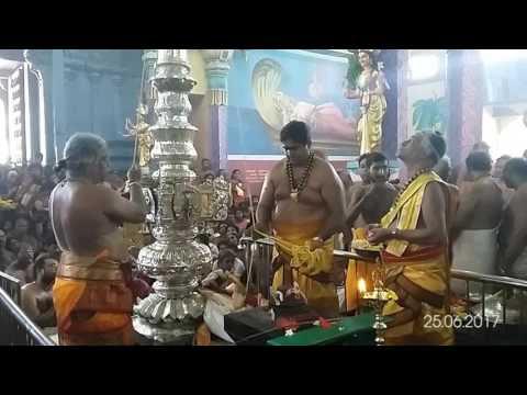 நயினாதீவு ஶ்ரீ நாகபூஷணி அம்மன் கோவில் மகோற்சவமானது இன்று கொடியேற்றத்துடன் ஆரம்பமாகியது
