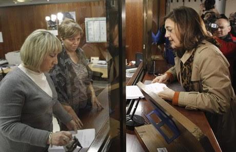 Soraya Rodríguez presenta el recurso del PSOE por las tasas judiciales ante el Constitucional.