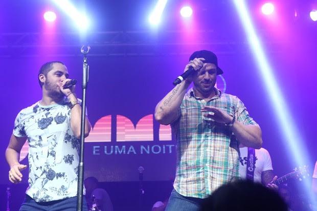 Klebber Bambam e a banda Jammil (Foto: RAPHAEL MESQUITA  DIVULGAÇÃO)
