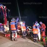 Choc frontal : deux voitures dans le ravin et deux blessés graves