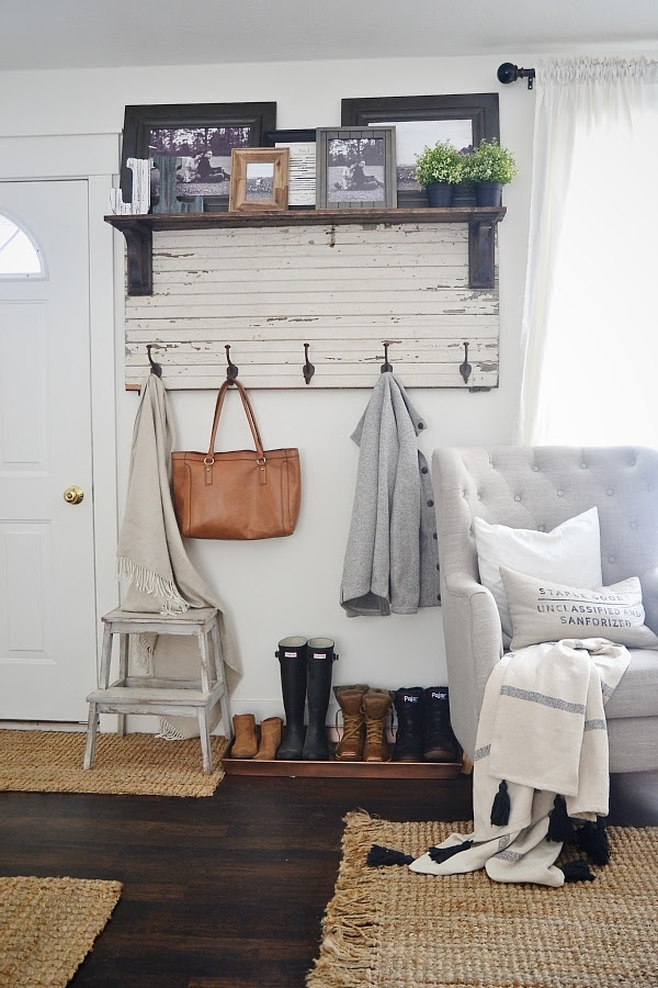 Rustic Entry Coat Rack from Liz Marie Blog | Friday Favorites at www.andersonandgrant.com
