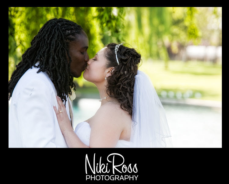 romantic_bride_groom_kissing