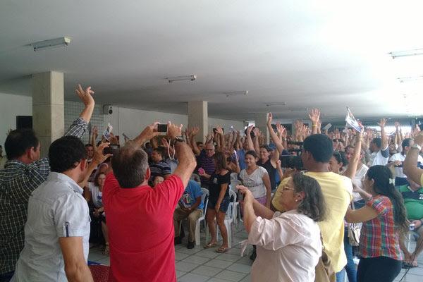 Deflagração da greve foi aprovada por maioria dos presentes na assembleia de hoje, na Escola Estadual Winston Churchill