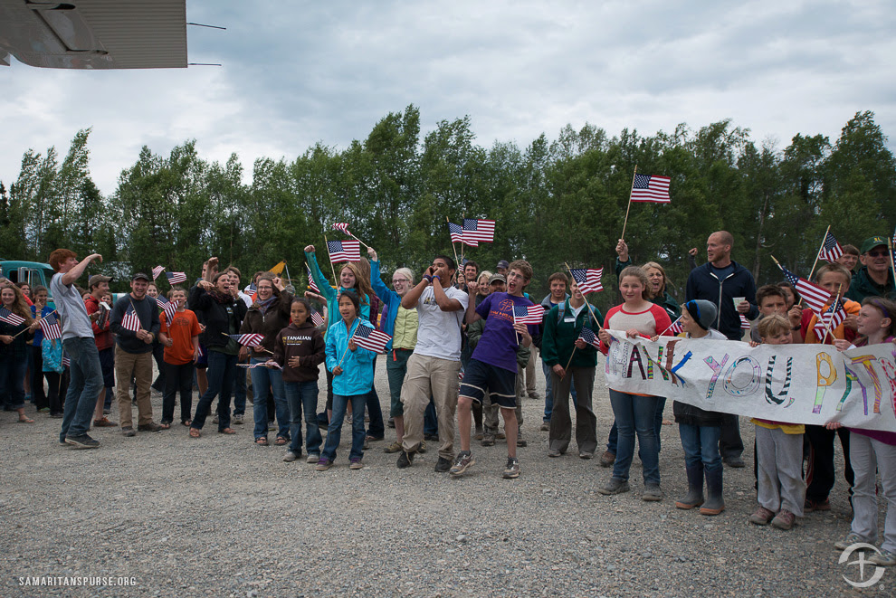 As couples arrive in Port Alsworth, Alaska, our staff, volunteers, and local residents gather at the gravel airstrip to give guests a hardy patriot's welcome. For many injured troops, this is the first time they have received such a public show of support and thanks.