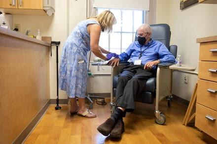 Alzheimer's Drug Poses a Dilemma for the F.D.A.