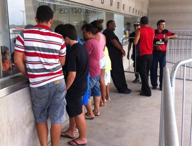 Venda de ingressos segue sem transtornos (Foto: João Marcelo Sena)