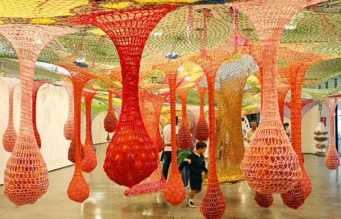 Obra do artista Ernesto Neto, em exposição no MAM, em São Paulo