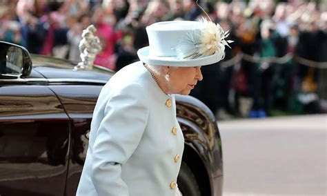 The Queen dons her favourite designer for Princess Eugenie