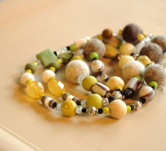 GORGEOUS  NECKLACE    with beautiful autumn colors
