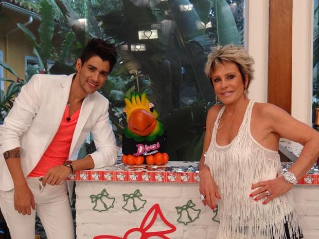 Gusttavo Lima posa com Louro José e Ana Maria (Foto: Mais Você/ TV Globo)