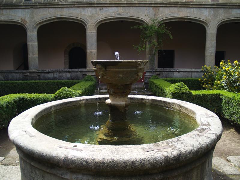 Monasterio de Yuste. Claustro gótico. Fuente..TIF