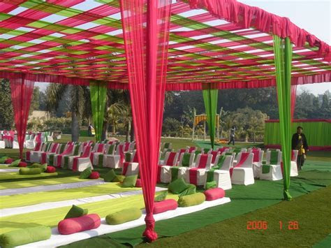 Let your guests sit in the shade using this beautiful tent